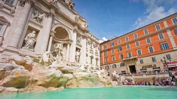 Italia sole luce roma città famosa fontana di trevi panorama anteriore 4K lasso di tempo