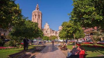 Spagna valencia giornata di sole cattedrale parco strada 4k lasso di tempo video