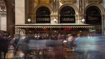 itália milão cidade dia de verão famoso galleria café panorama 4k time lapse video