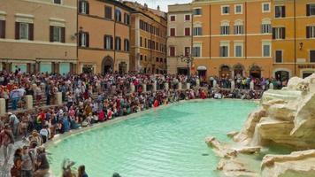 Italien Sommertag Rom überfüllt berühmten Trevi Brunnen Panorama 4k Zeitraffer video