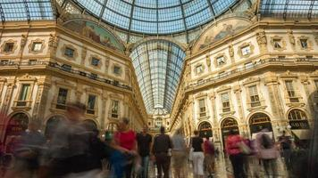 Italia Milán verano luz Galleria vittorio emanuele centro panorama 4k lapso de tiempo