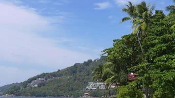 Thailand sonniger Tag Patong Beach Hotel Hill Coastal Panorama 4k Phuket video
