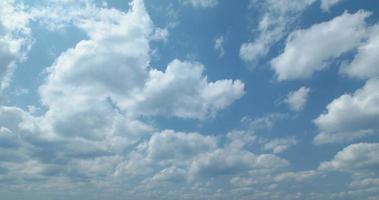 4k, Zeitrafferaufnahme des blauen Himmels. Kokinawa, Senaga-Jima