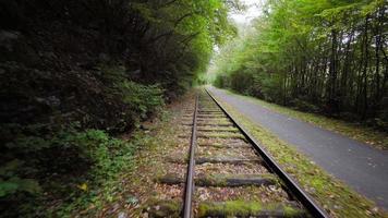 acelerando en las vías del tren vintage