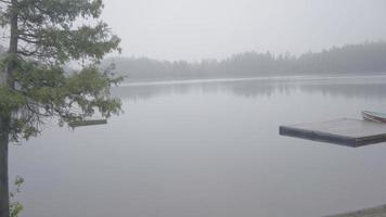 ontário canadá deserto floresta natureza lago verão dia nublado mau tempo manhã