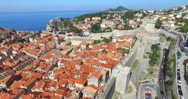 vista aerea della città vecchia di dubrovnik in croazia video