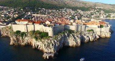 veduta aerea della storica città murata di dubrovnik