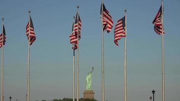drapeaux américains et statue de la liberté