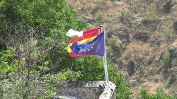 Flagge der Europäischen Union und Flagge Spaniens