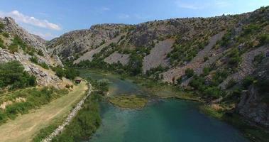 vista aérea do rio zrmanja, croácia
