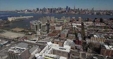 hoboken nj cavalcavia aerea edifici verso il fiume hudson video