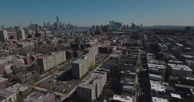 hoboken nj panoramica rotante a destra degli edifici con manhattan sullo sfondo