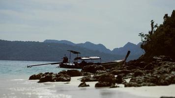 mer et rochers, le bateau video