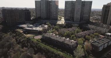 penhasco park nj flyover trees em direção a complexos de apartamentos video