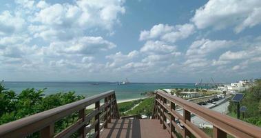 4k, ponte de madeira e céu azul.okinawa, senaga-jima video