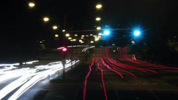 timelapse du trafic de rue la nuit