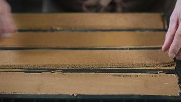 gebak in zijn atelier chocolade yule logs voorbereiden video