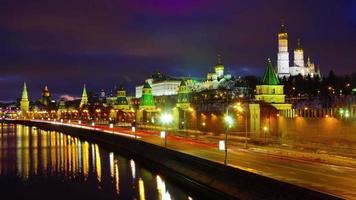 Russia notte luce Mosca fiume traffico baia Cremlino panorama 4K lasso di tempo