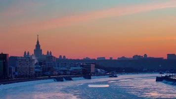 Russia inverno tramonto Mosca città fiume baia panorama 4K lasso di tempo video
