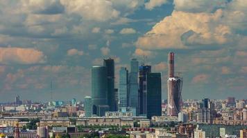 Russia estate cielo nuvoloso Mosca città tetto panorama superiore 4K lasso di tempo video