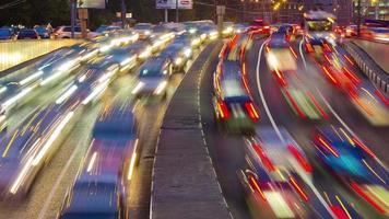 Rusia noche luz Moscú ciudad tráfico puente carretera 4k lapso de tiempo