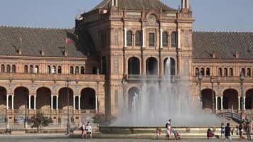 fonte de água e palácio espanhol video