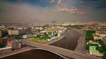 Russia Mosca fiume giornata di sole sul tetto città panorama 4K lasso di tempo