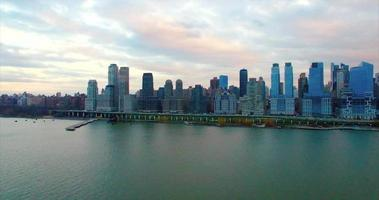 NYC-Luftaufnahme des oberen Westside-Piers in Richtung Midtown