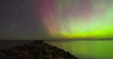panoramica temporizzata dell'aurora boreale (aurora boreale)