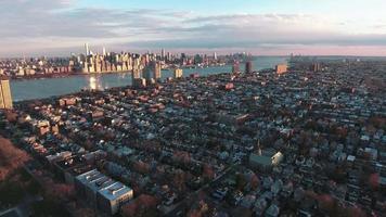 Northern Nj girando para a esquerda e ligeiramente para trás, visualizando Manhattan video