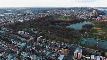 Northern NJ auf dem Hudson, Überführungsstadt in Richtung Park