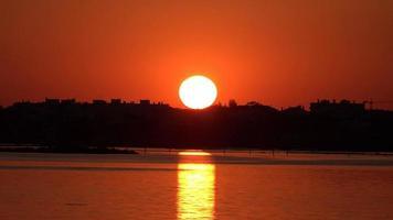 tramonto di sera all'oceano video