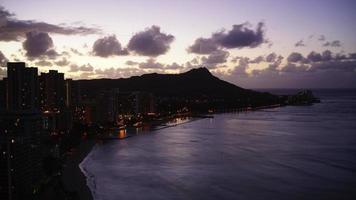 vista alba della spiaggia di Waikiki e Diamond Head, Hawaii