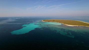 aérien - petite île de la mer
