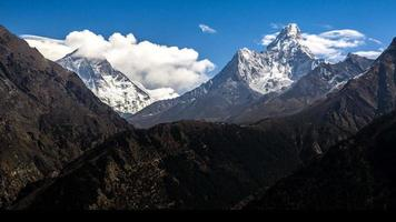 cordillera del Himalaya en nepal.nuptse mountain, everest mountain y ama dablam mountain.