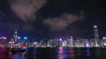 4k lapso de tempo da sinfonia de luzes de hong kong no porto de victoria video