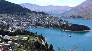 Queenstown, Nueva Zelanda, cerca del puerto. video