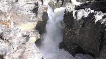 cachoeira nos campos de lava