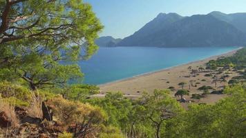 vista desde la vía licia. playa en el mar mediterráneo. cirali, pavo