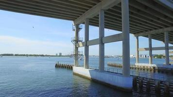 Acqua sotto il ponte