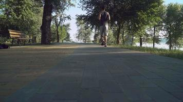 männlich am Morgen laufen