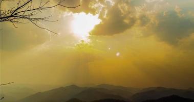 zon en wolk