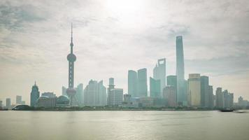 China dia de sol na cidade de Xangai, rio, baía, água, trânsito, panorama, 4k, time lapse