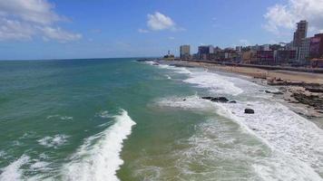 Luftaufnahme des Barra-Strandes in Salvador, Bahia, Brasilien video