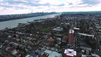 cliffside park nj foto aérea de edifícios em direção ao centro de manhattan video