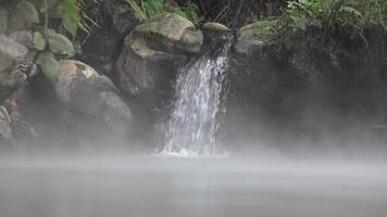 waterval in warmwaterbronnen