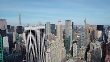 biblioteca de nyc midtown park com edifício chrysler e 432 park ave ao fundo video