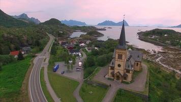 Catedral de lofoten na noruega vista aérea video