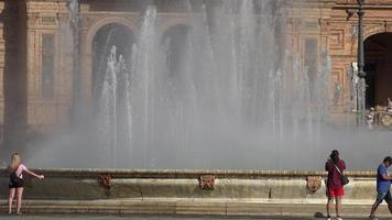 fuente de agua en el palacio