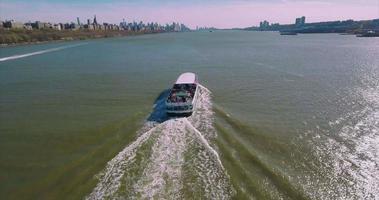 seguendo il traghetto sul fiume Hudson